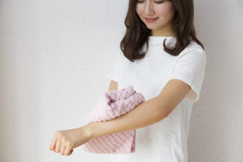皮膚科医が推奨する「正しい肌の拭き方」で、今日から簡単美肌ケア!