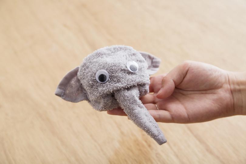 目のシールを付けたら、ゾウの完成