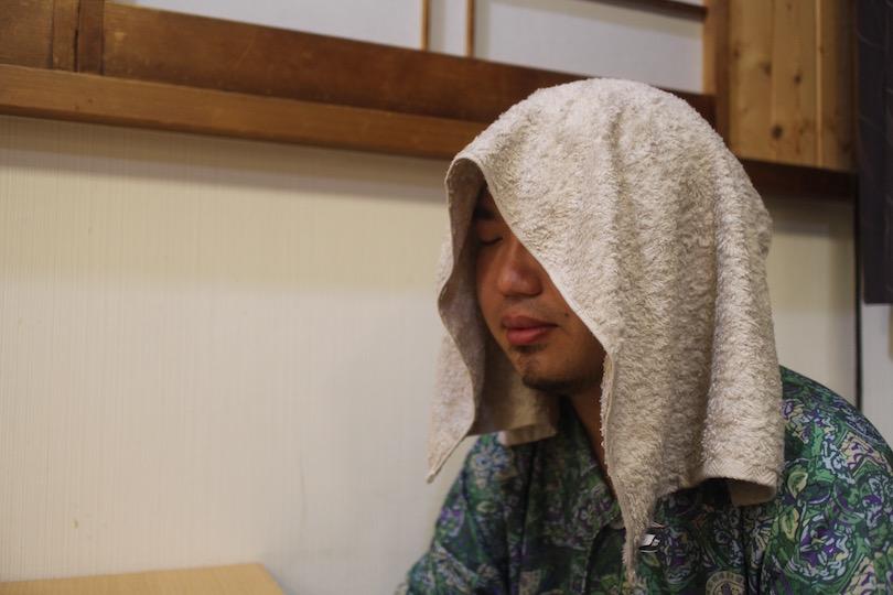 サウナ室にて十人十色のタオル使い