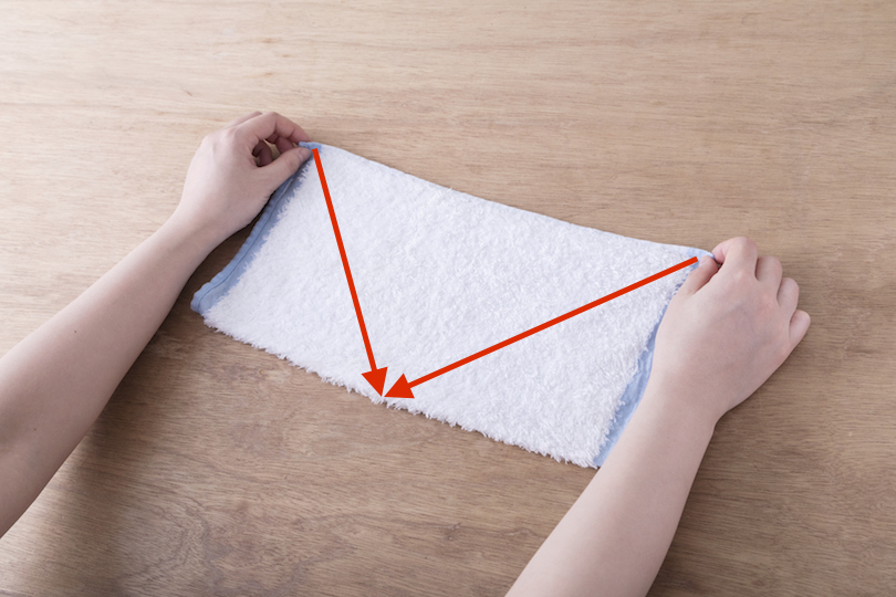 タオルをタテ半分に折る