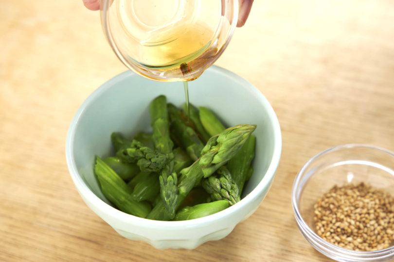 塩・味の素・ごま油で和える