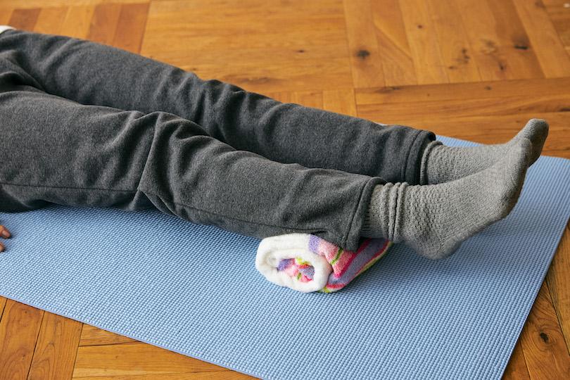 背中から首にかけて広がる筋肉をゆるませ、快眠まで期待できる方法