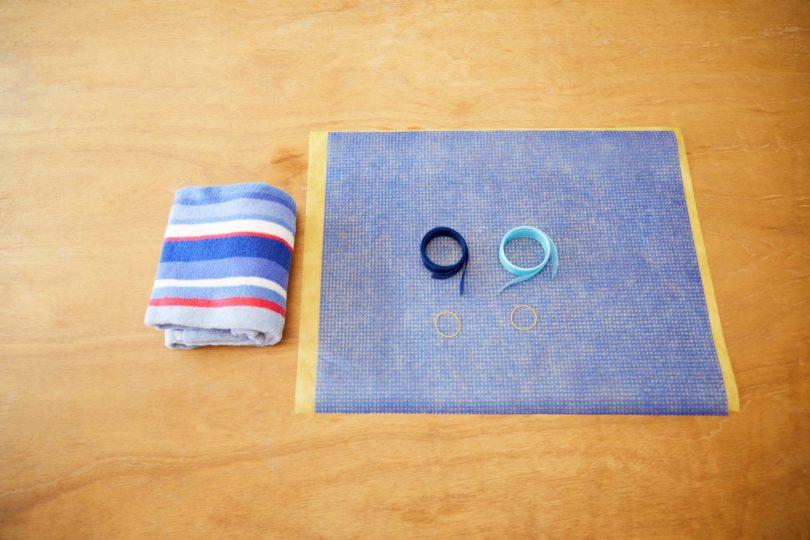 バスタオル、ラッピング用の不織布、リボン、輪ゴムを用意。