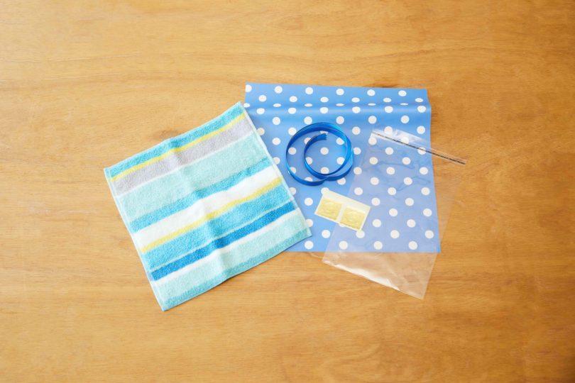 ミニタオル、包装紙、リボン、OPP袋、シールを用意。