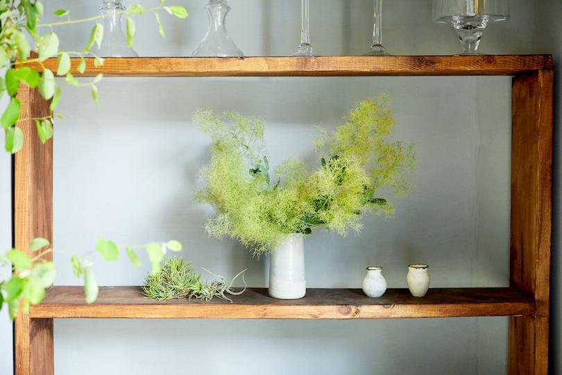 ボリュームのある枝ものは、そのまま飾るだけで存在感があるので、初心者でも挑戦しやすい。